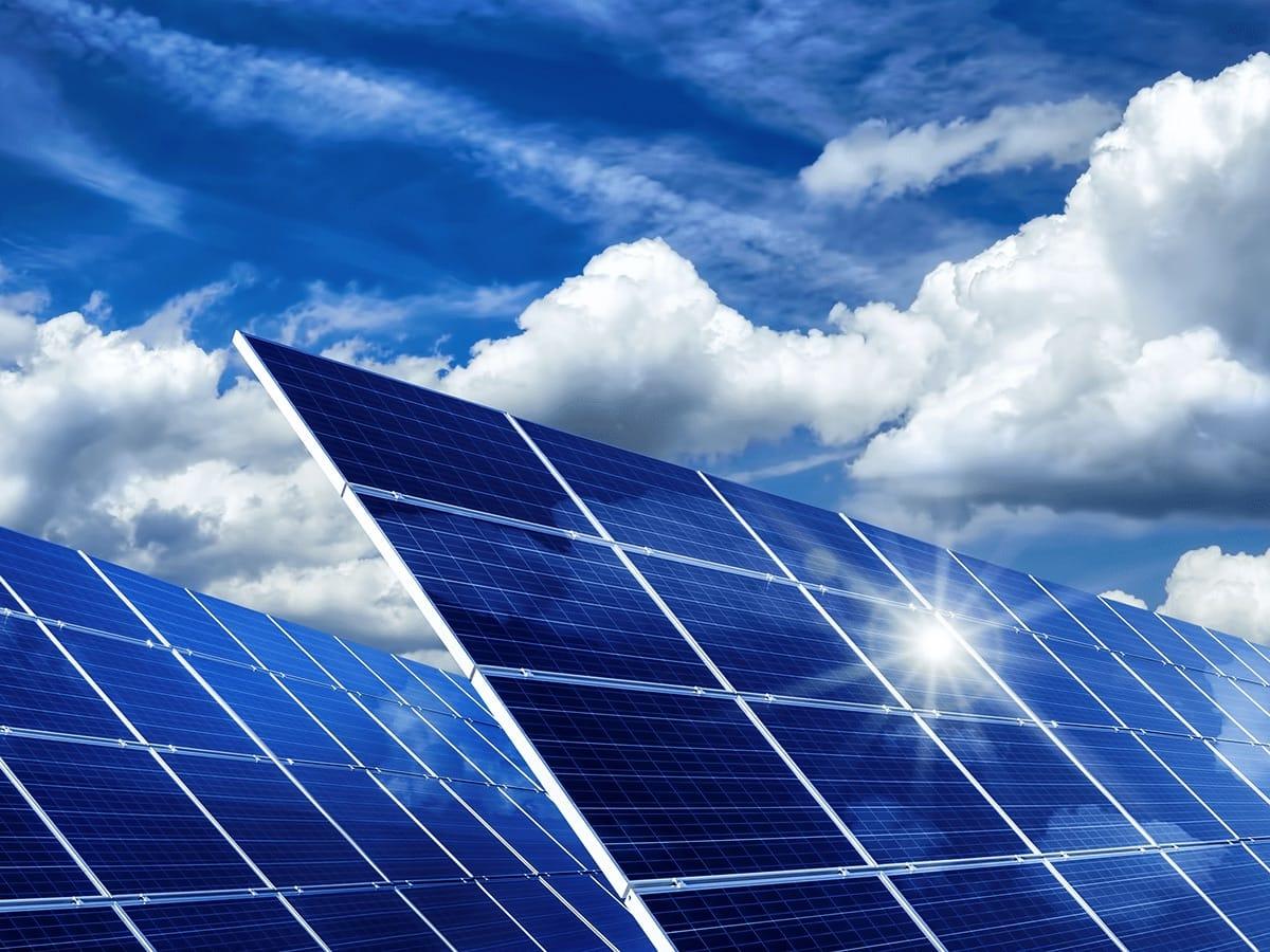 Solarkraftwerk Symbolbild